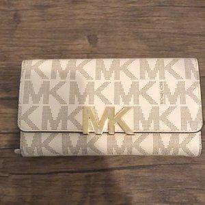 MK Vanilla logo wallet